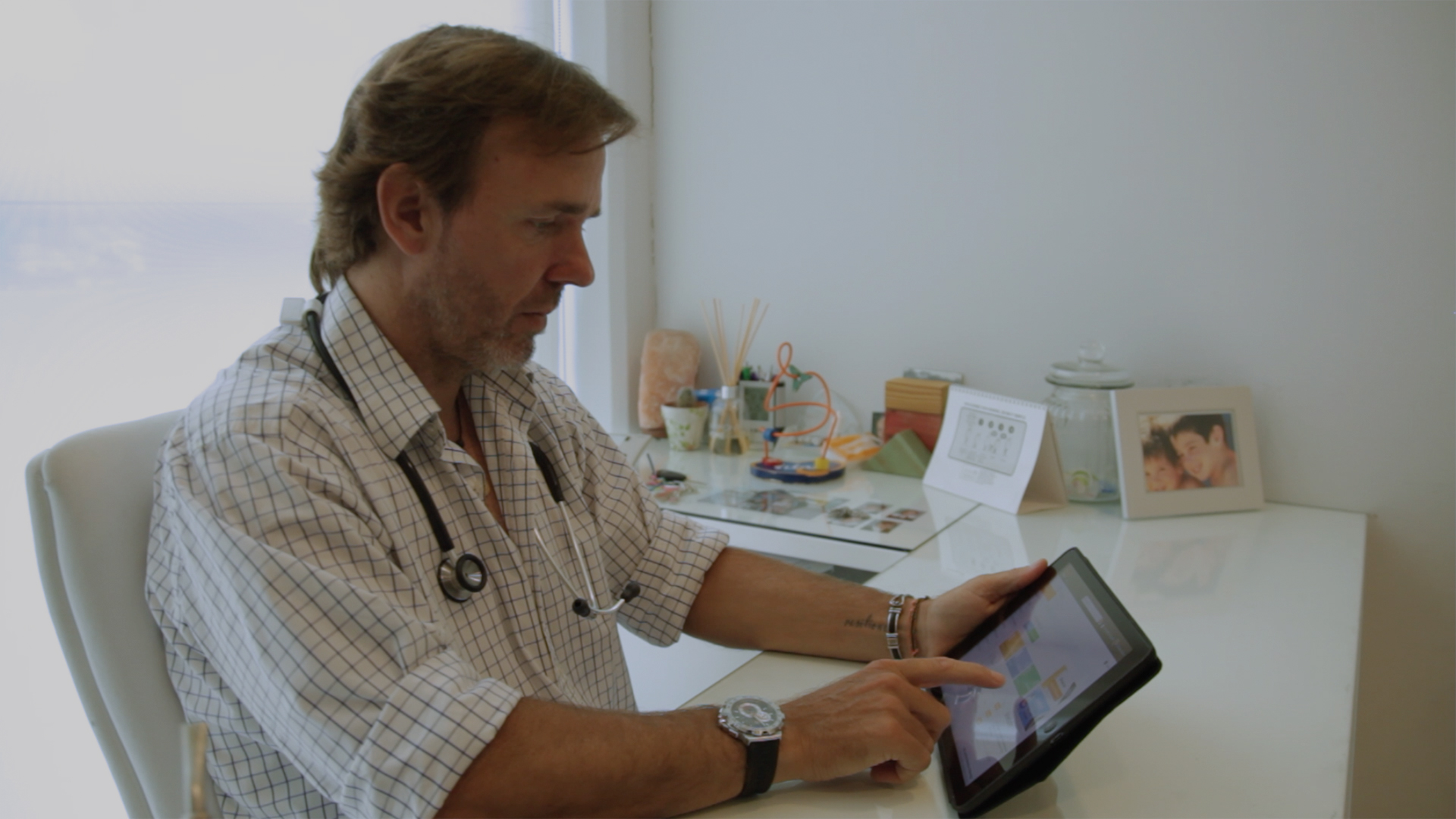 Photo Doctor with tablet
