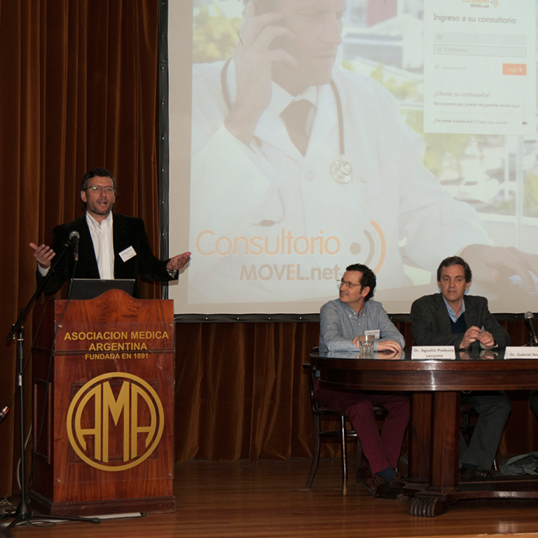 Doctors promoting consultorio movil
